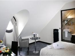 Le M Hotel