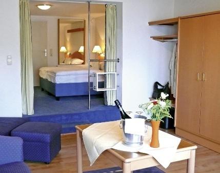 Hotel zur sch nen aussicht gr mitz buchen bei dertour for Schmale schlafcouch