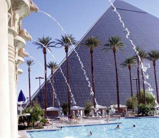 luxor resort & casino pyramid deluxe