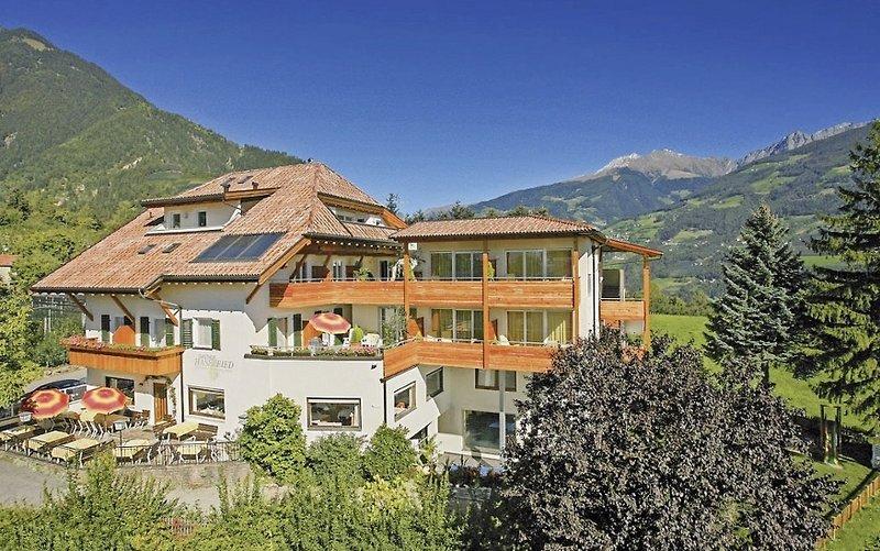 Hotel haselried dorf tirol buchen bei dertour for Design hotel dorf tirol