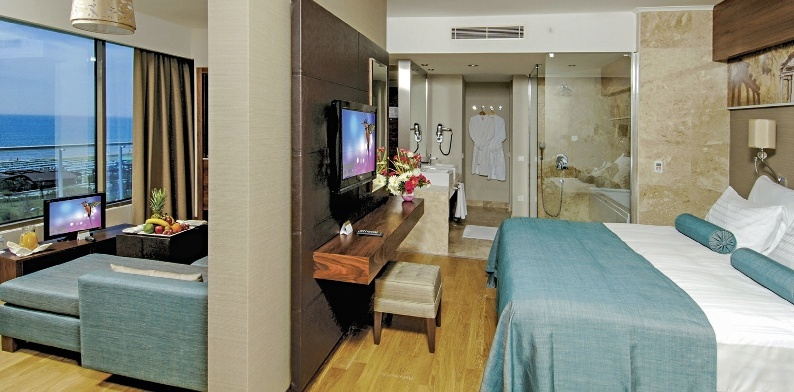 Hotel Commodore Elite Suites And Spa Side