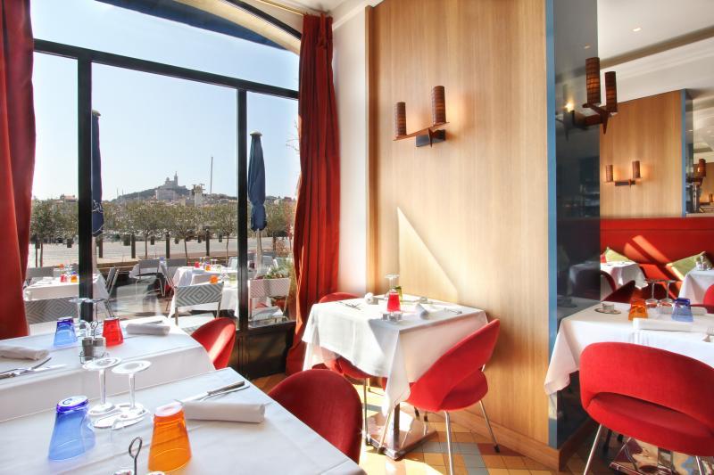 Hotel la r sidence du vieux port marseille buchen bei - Hotel restaurant marseille vieux port ...
