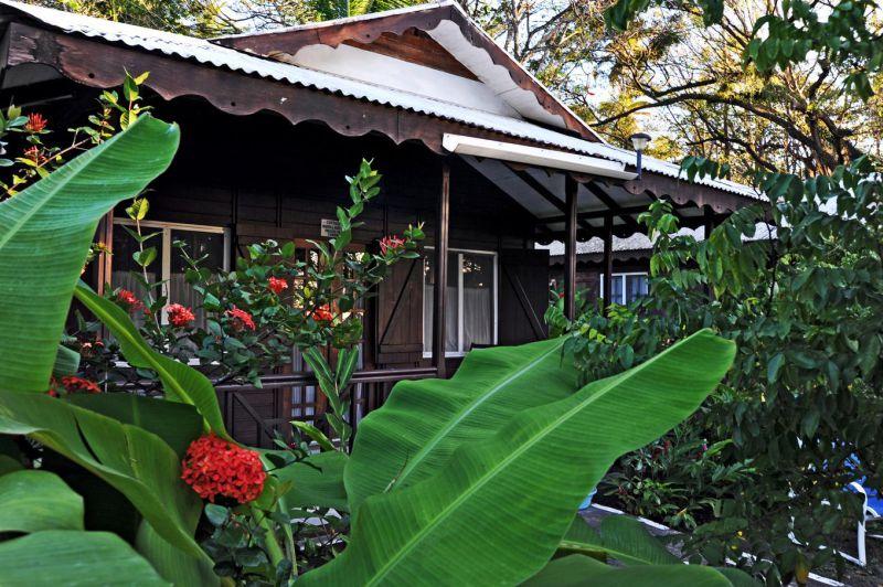 Brilliant Picard Beach Cottages In Dominica Meiers Weltreisen Download Free Architecture Designs Scobabritishbridgeorg