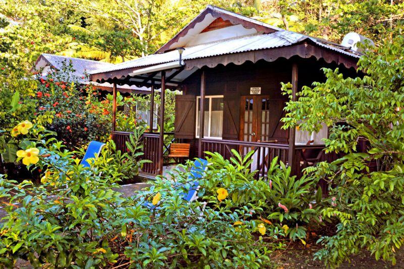 Remarkable Picard Beach Cottages In Dominica Meiers Weltreisen Download Free Architecture Designs Scobabritishbridgeorg